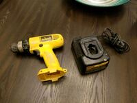 12v dewalt drill and charger Toronto, M6M 5K8