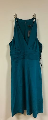New Ann Taylor size 4 cocktail dress green deep v dress Arlington, 22207