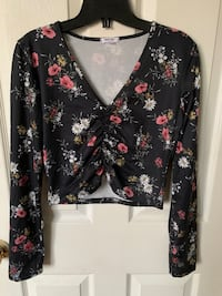 Long sleeve floral flower crop top shirt  Toronto, M1P 4P5