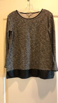Beautiful top - great for work or with leggings! Vaughan, L4J 0A5