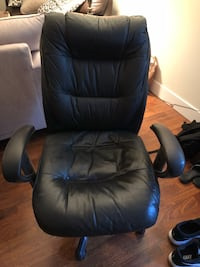 black leather rolling armchair Langley, V2Y 3G2