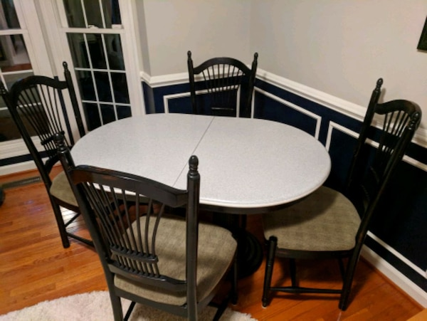 brown wooden dining table set 4658b6f7-25f2-4efb-9a86-e6bb055c0daf