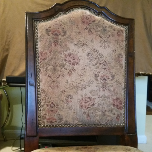 $100 - Four 4 Dining Chairs 26ccfb73-08c4-406a-8e14-48fa37923cd1