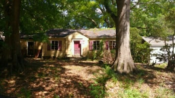 HOUSE For Sale 3BR