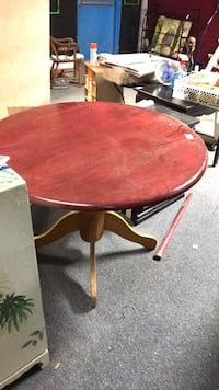 Round brown wooden pedestal table Westminster, 21157