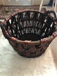 HUGE basket for blankets, pillows, or toys! Saint Louis, 63123