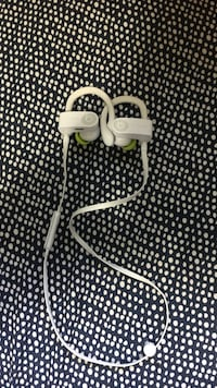 White powerbeats earbuds Langford, V9B 4S5