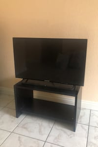 Element flat screen 32'  with tv stand