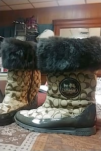 coach (joyous)size 8 boots. wore only 2 times. warm and dry Knoxville