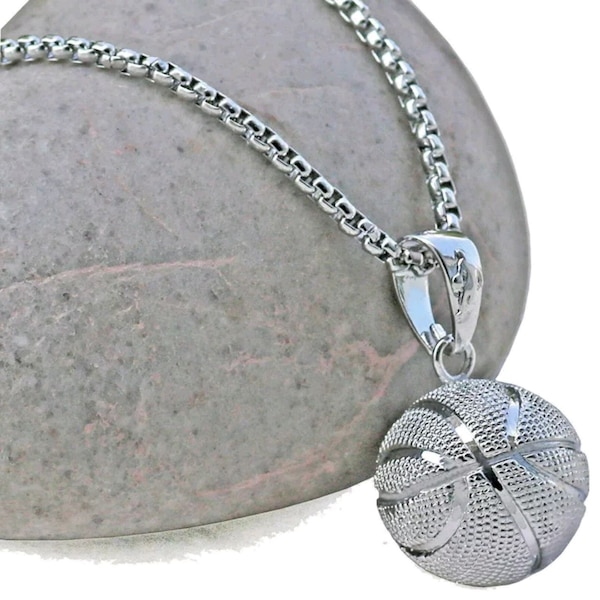 Brand new stainless steel necklaces be7f9322-7486-4e98-9550-53252e2444a2