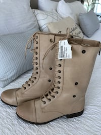 Pair of beige leather boots, size 8 Leander, 78641