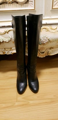 Michael Kores knee high boots Vancouver, V5T 0B9