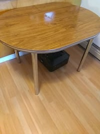 round brown wooden dining table Edmonton, T6C 0K1