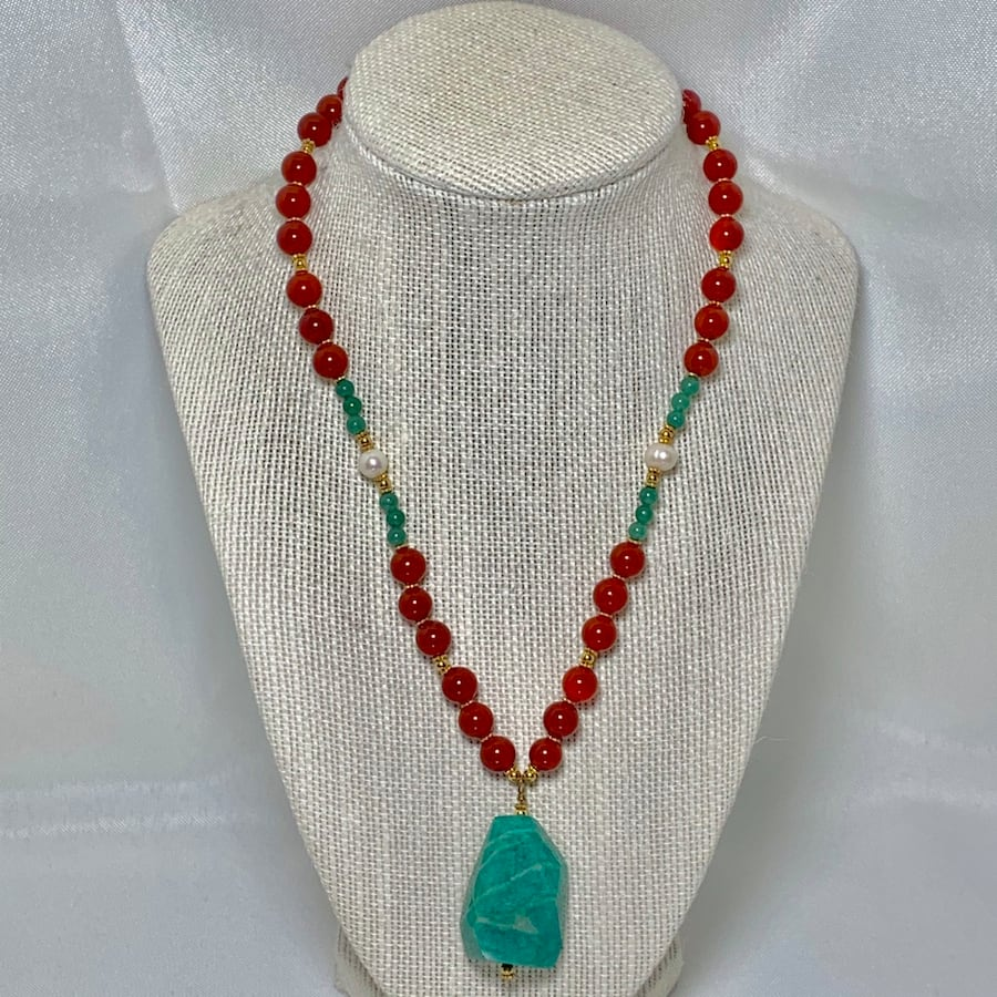 Genuine 14k Gold Jade Coral Beaded Necklace 00248b9c-7414-484a-b288-5eead22bfbef