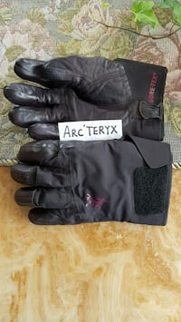 ARC'TERYX men's gloves  Coquitlam, V3B 0B1
