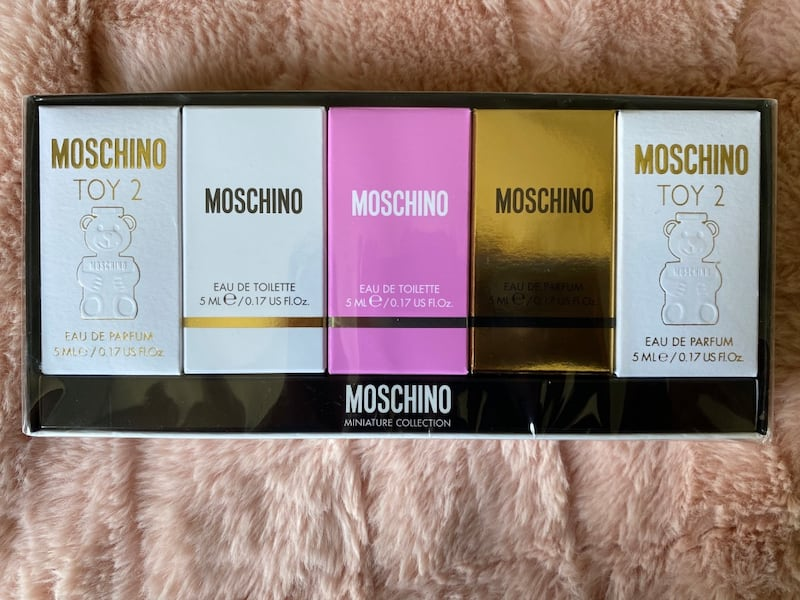 Moschino 5 pc mini gift set 1a4de848-ec2a-473b-b5b1-afbc0bdb9003