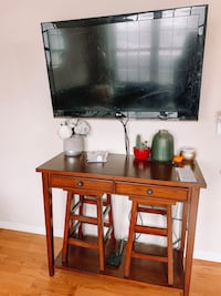 brown wooden TV stand with flat screen television Nueva York, 11222