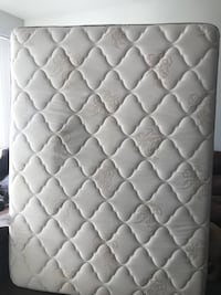 Queen mattress barely used Wilmington, 19801