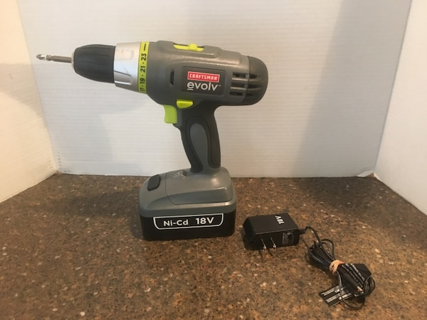 Craftsman Evolv Cordless Drill With Charger