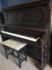Piano, upright in great condition