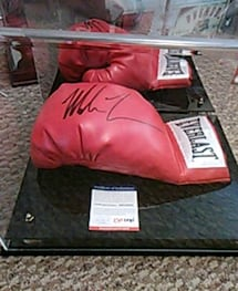 Mike Tyson signed glove/certificate of Auth