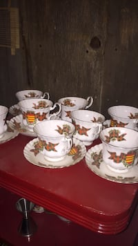 Set of 8 cups and saucers  Toronto, M6R 1N2