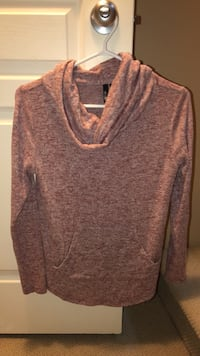 Sweater Sz Small  Langley, V3A 9L4