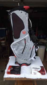 A nice golf bag along with 2 boxes of brand new golf balls Zanesville, 43701