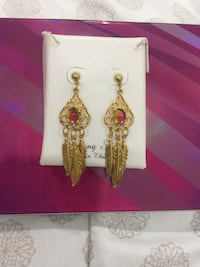 pair of gold-colored hook earrings Surrey, V3W 3W9