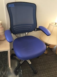 blue and black rolling armchair Richardson, 75080