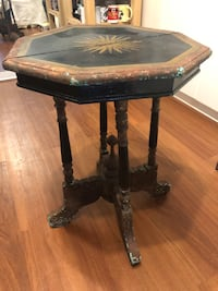 Antique side table Richmond, V6X