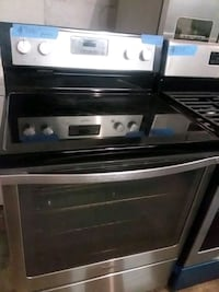 Whirlpool stainless steel stove electric excellent Baltimore, 21223