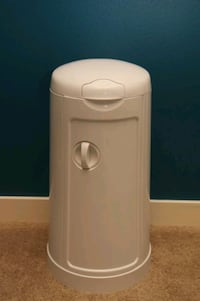 Arm n Hammer Diaper Pail with refill bags Kingsport