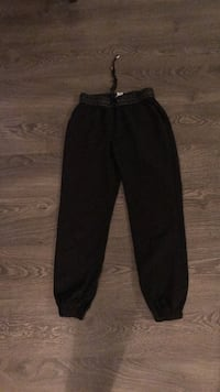 black straight-cut jeans Vancouver, V6K 1R2
