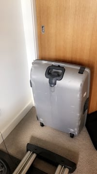 Silver hardcover suitcase Springfield, 65804