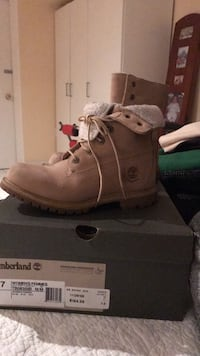 Timberland authentic teddy fleece boots Mississauga, L5A 2E5