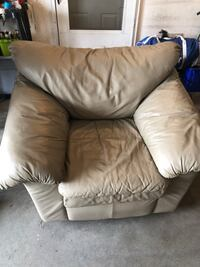 Comfy leather chair. No rips tears or stains. In great condition  Fargo, 58103