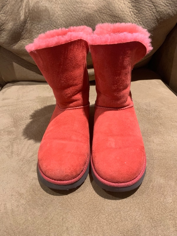 fa77783c2bc Ugg Classic Short Red Boots Size 7.5