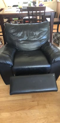 black leather recliner sofa chair Vienna, 22181