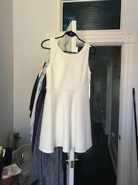 White dress size large never worn Toronto, M6K 2W1