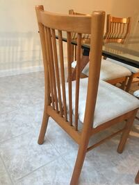 Dining Table And Chairs 910 mi