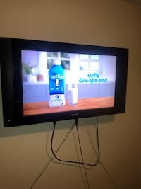 "32"" tv w/ swivel mount  Surrey, V4N 5Z4"