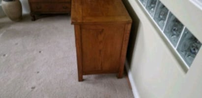 Solid oak cabinet/tv stand
