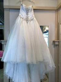 Women's white wedding gown Kingston, K7M 4E2