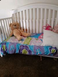 crib / toddler bed great condition