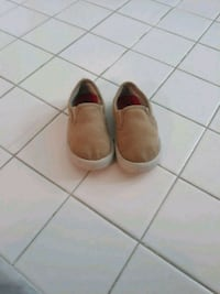 Size 6 tan slip on shoes District Heights, 20747