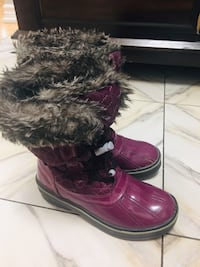 Pair of brown leather fur-lined knee-high duck boots Toronto, M9V 5E3