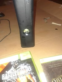 XBOX 360 FOR SALE CHEAP DISCOUNT 3 GAMES 4 CONTROLLERS CORDS INCLUDED  Vancouver, V5Y