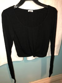 Black scoop-neck long-sleeved shirt Brampton, L6S 1P6