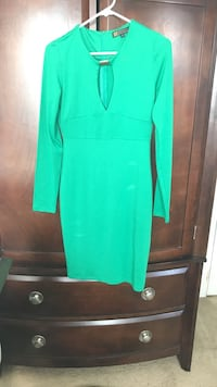 green key-hole neckline long-sleeved midi dress Virginia Beach, 23464